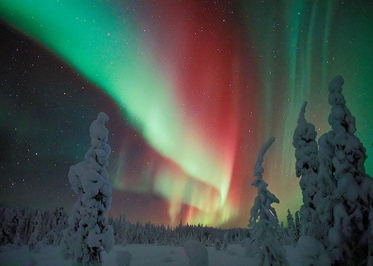 northern-lights-aurora-borealis-reds-greens